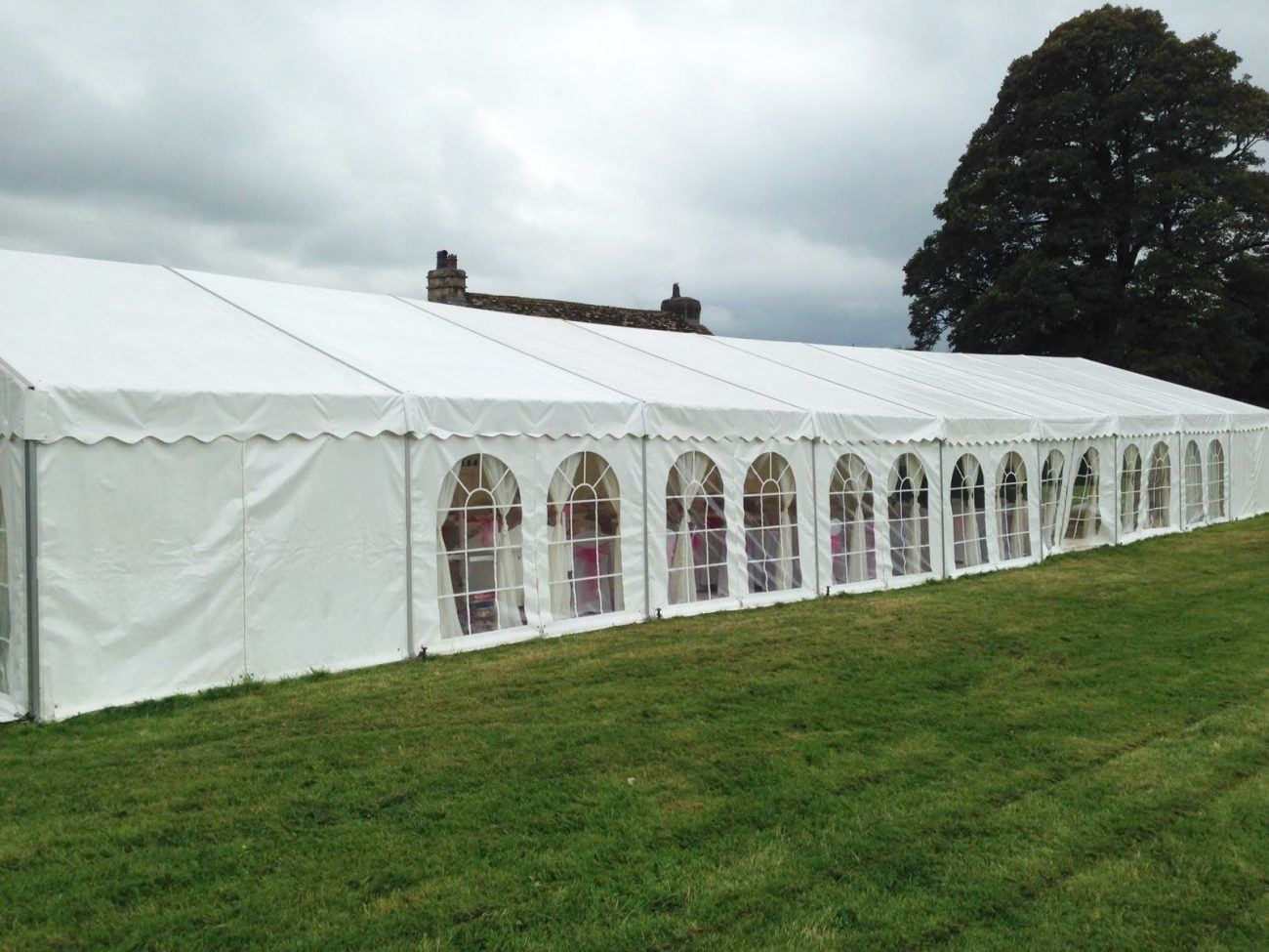 weeding_marquee_garden_party2